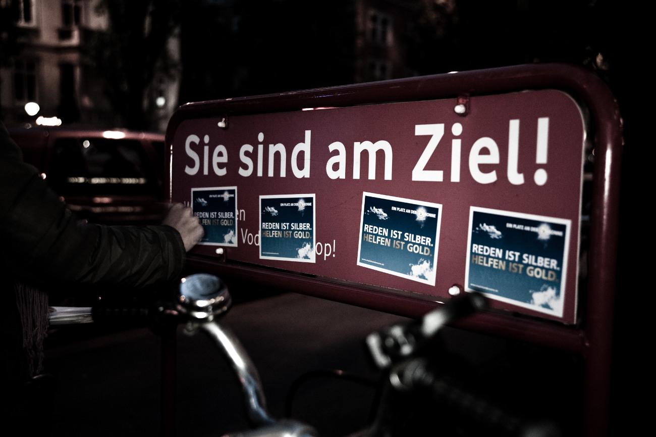 Ablösbare Aufkleber-Werbung am Fahrradständer - Guerilla Stixx von inovisco