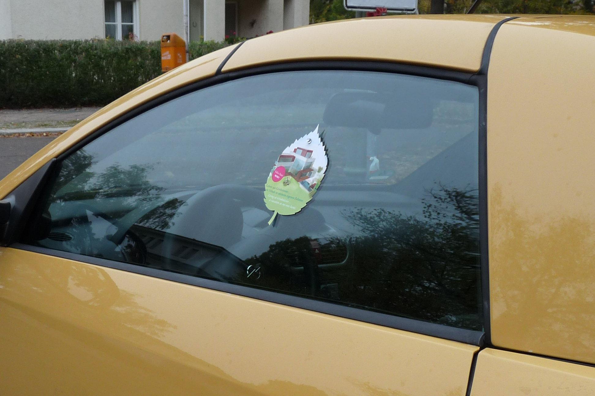 Werbung an Autoscheiben verteilen -Sonderformat CarCards