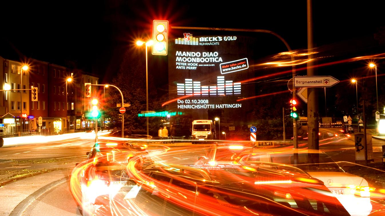 Außenwerbung-Großprojektion-Digitales-Riesenposter