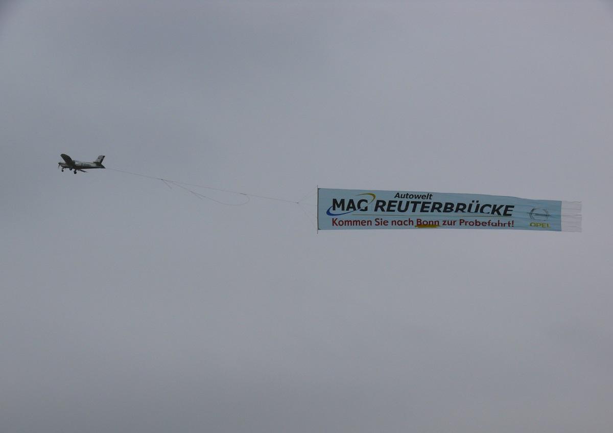 Flugzeug-Bannerwerbung-Airbanner-Luftwerbung