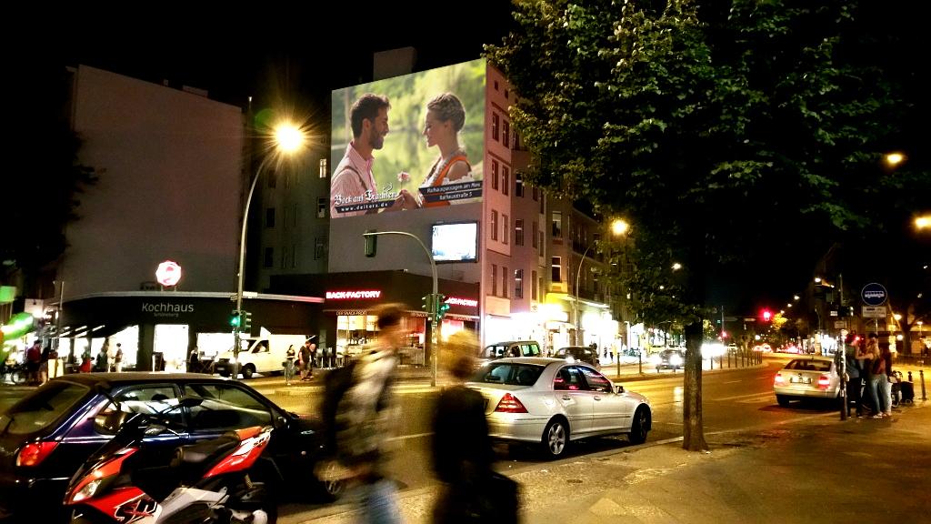Großbildprojektion-Digitales-Riesenposter-Deiters-inovisco