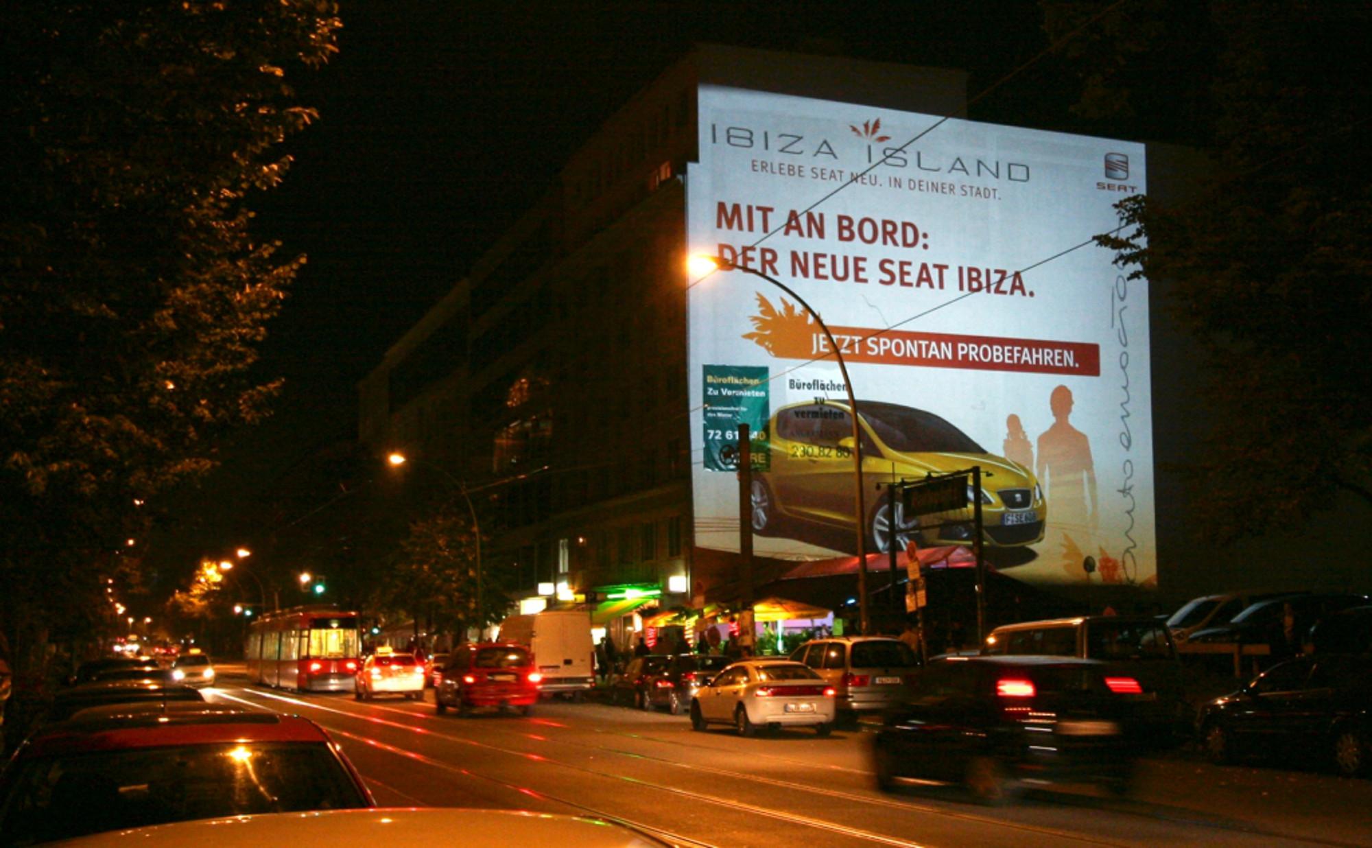 Großbild-Projektion-Werbung für SEAT Ibiza - Digitales-Riesenposter