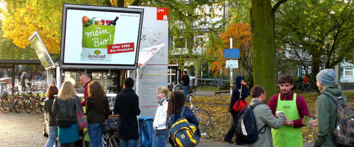 KaffeeMobil promotion Alnatura vor der Universität