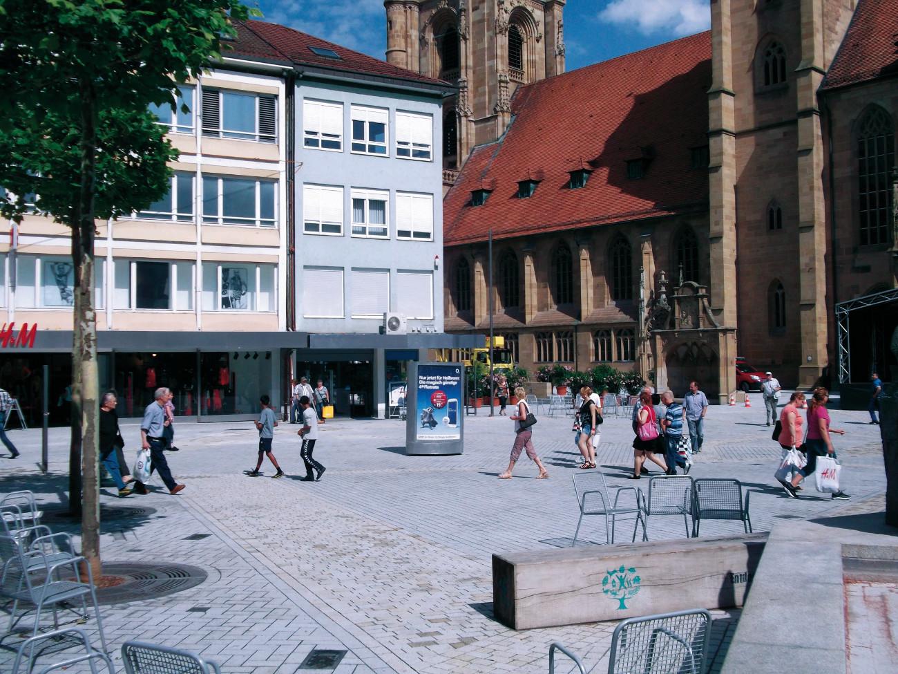 Mobiles CityLightPoster - CLP-Mover auf dem Marktplatz
