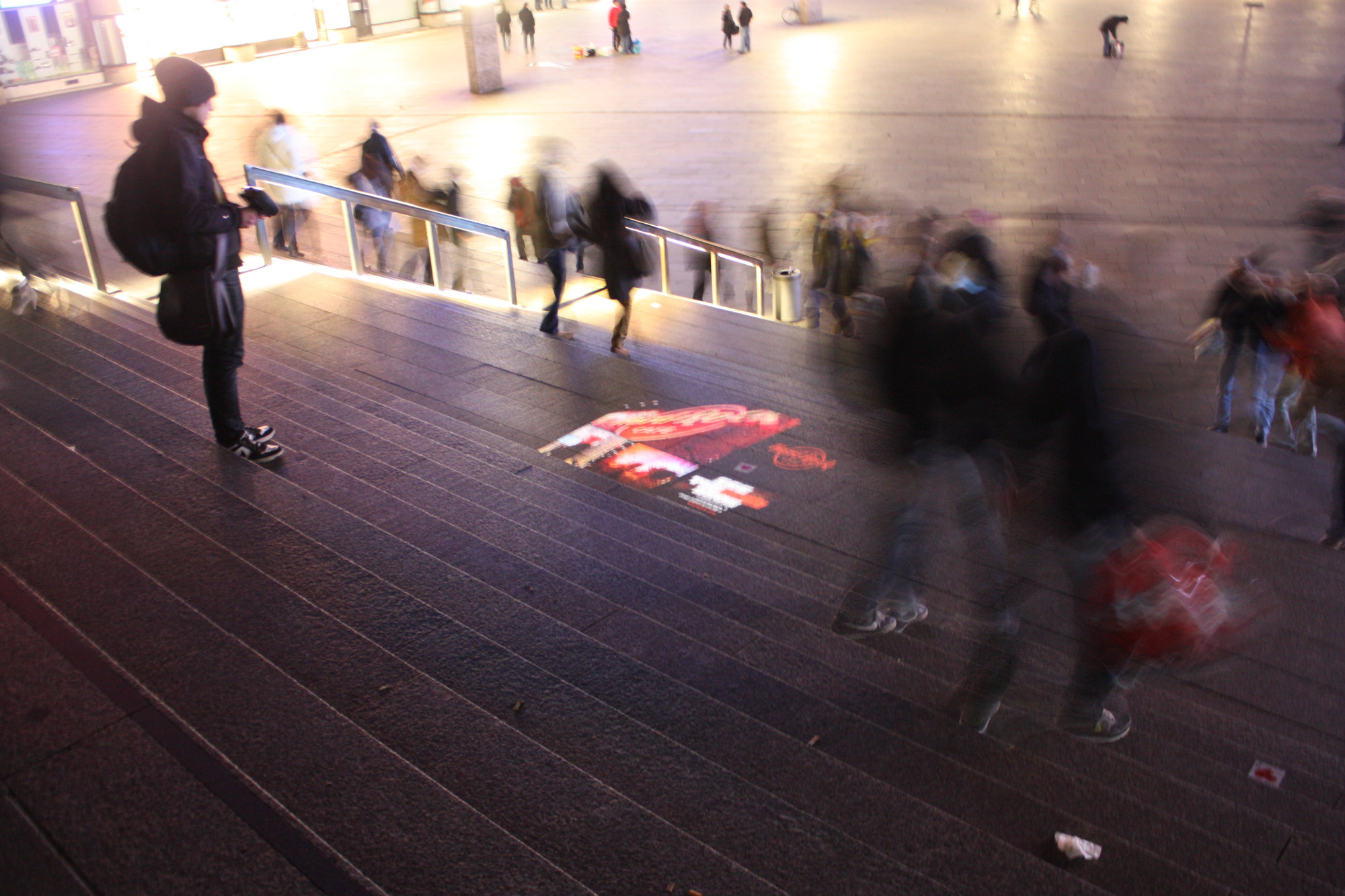 Mobile Projektion-Werbung - BeamerMan mit Lichtprojektion via Handbeamer