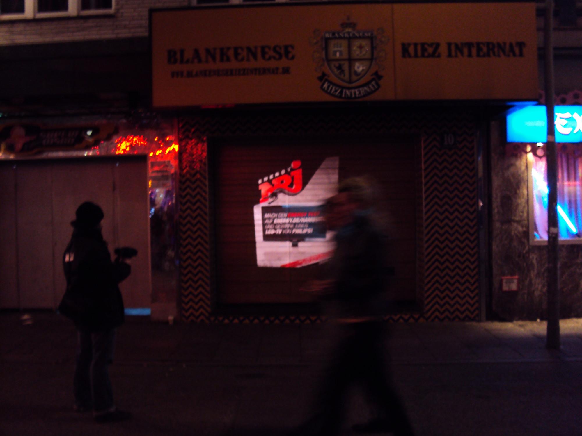 Mobile Projektion-Werbung mit Lichtprojektion durch Handbeamer