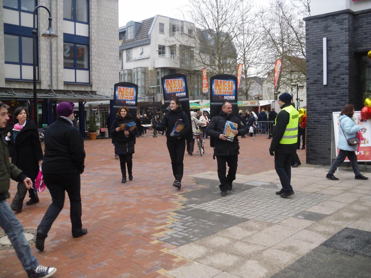 MovingBoard Aktion - Werbung in Fußgängerzone mit Flyerverteilung