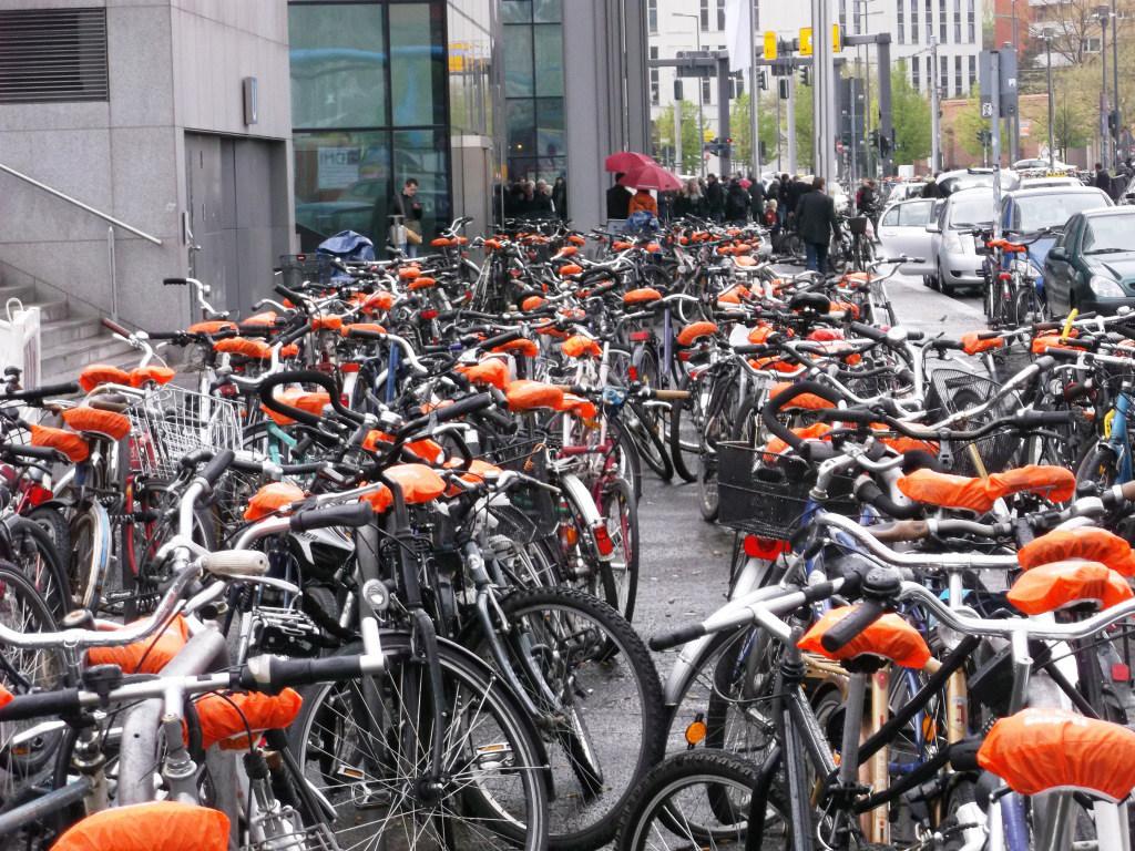 Sattel-Werbung mit BikeCaps in der Innenstadt Fahrradwerbung