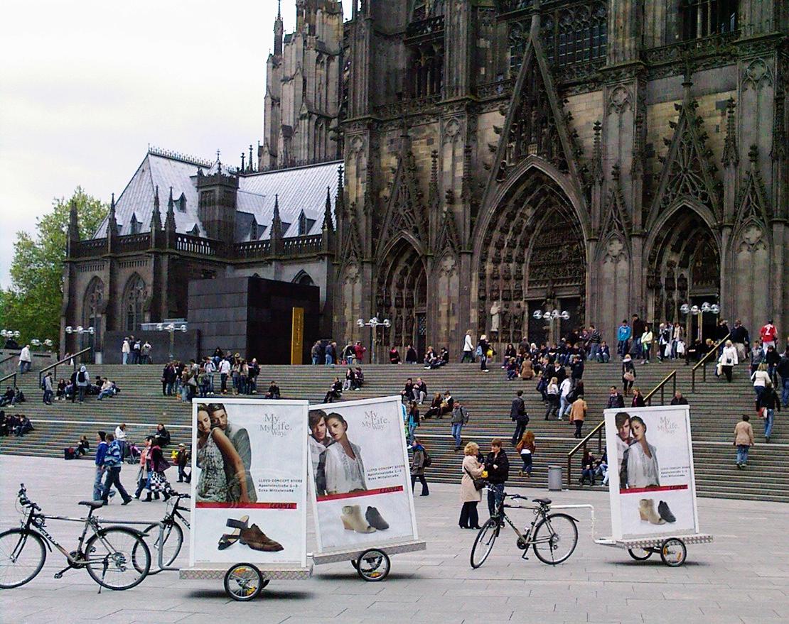 Werbefahrrad inovisco - BikeBoards am Kölner Dom