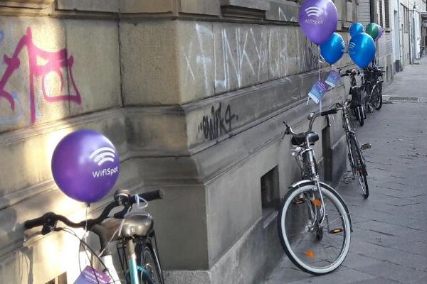 Werbung-an-Fahrrädern-Flyer-Werbeluftballon-Fahrradlenker