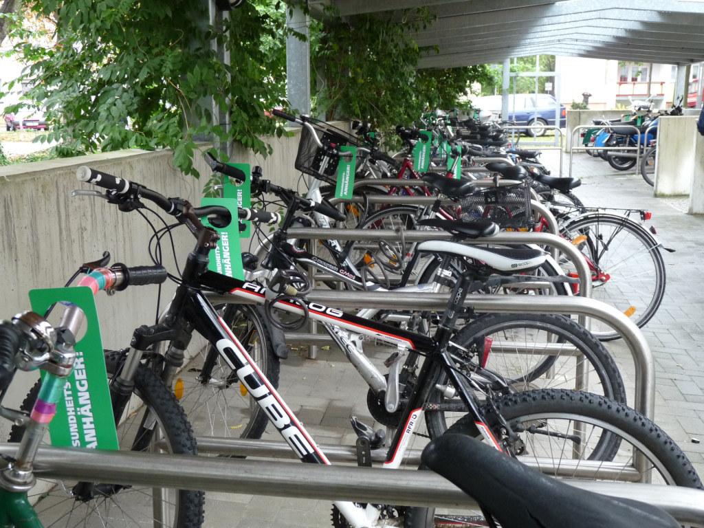 Werbung am Fahrrädern mit BikeCards am Bahnhof