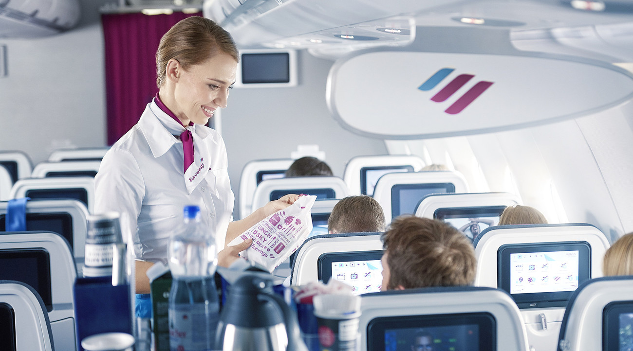 Werbung im Flugzeug mit Smartbeutel Sampling - inflight advertising