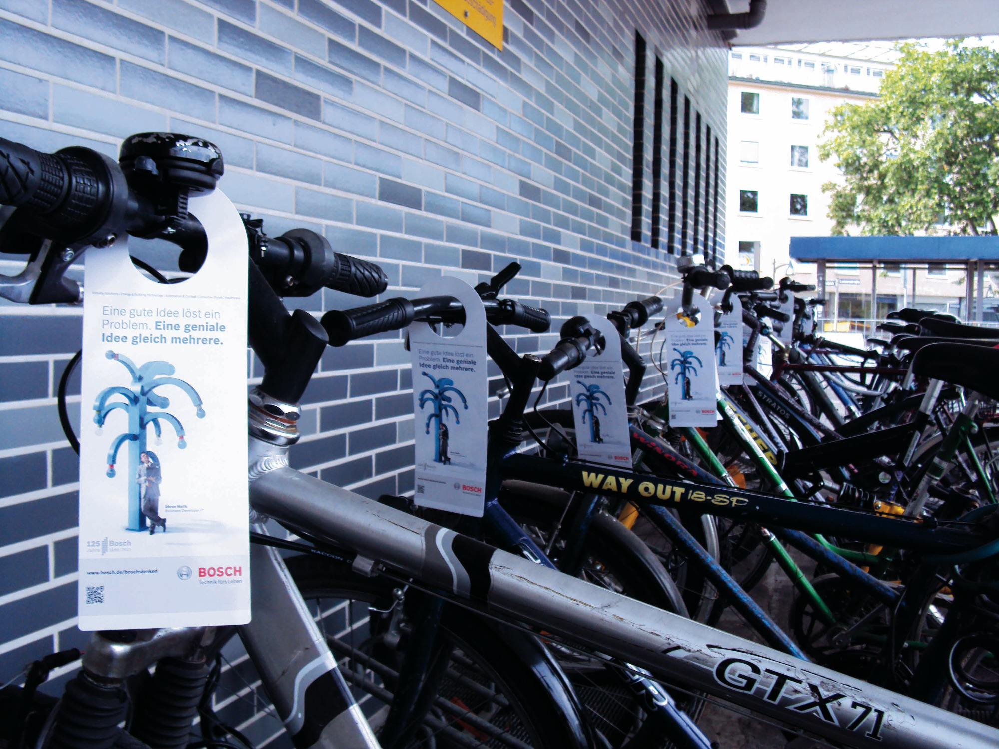 inovisco-BikeCards-Guerilla-Marketing