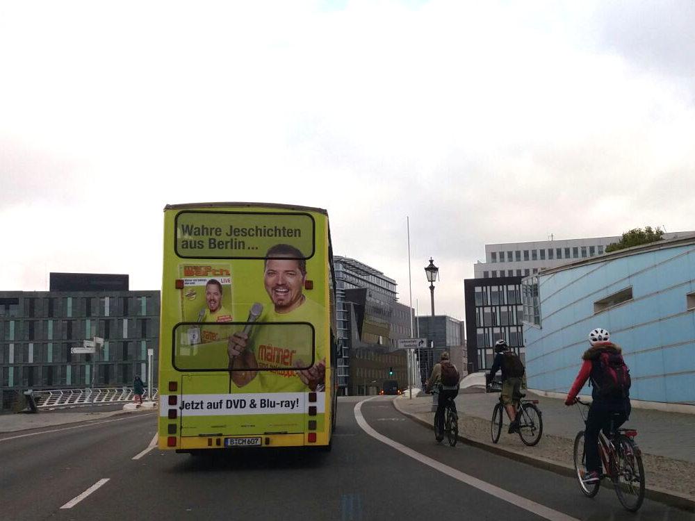 Sightseeing-Buswerbung - Heck Werbefläche im Straßenverkehr