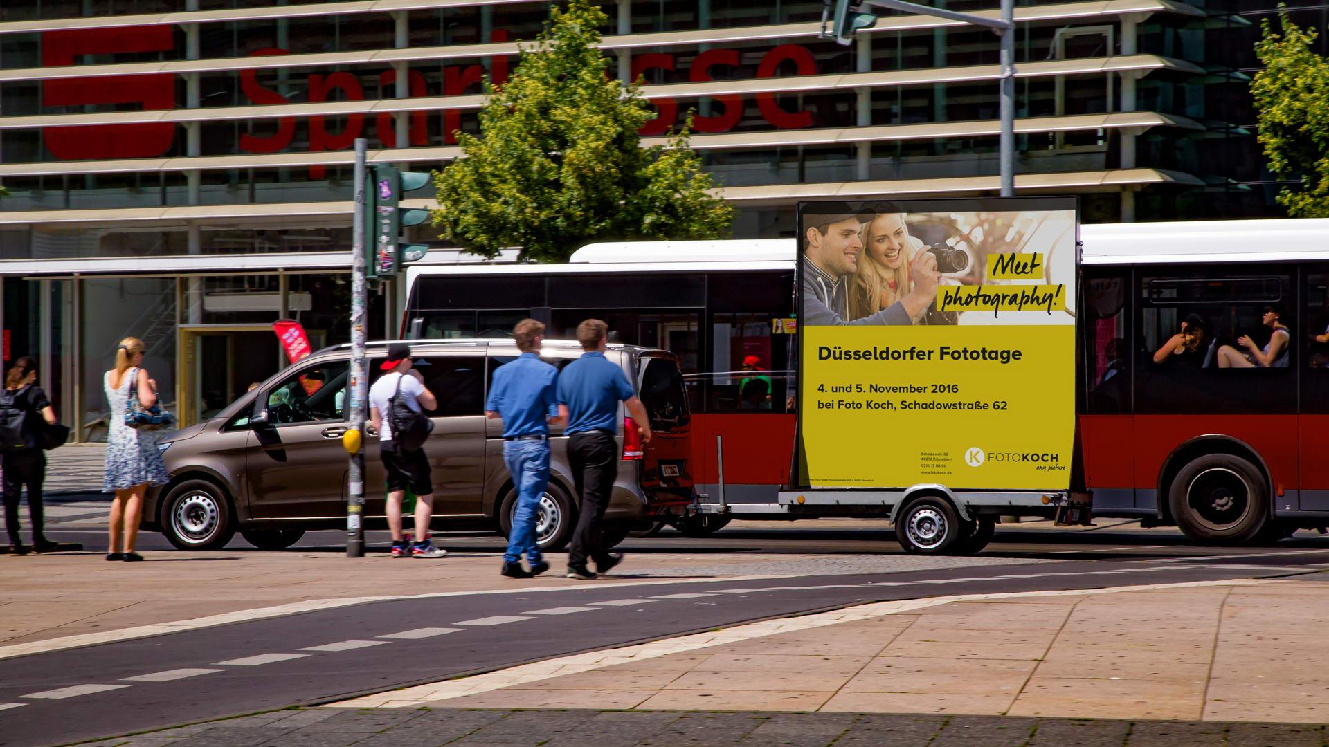 Fahrender Werbeanhänger - Werbeaktion im Straßenverkehr