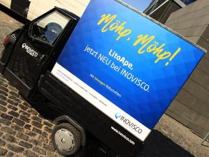 Kult-Dreirad Ape als mobile Werbefläche