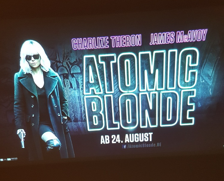 Werbe-Projektion Atomic Blonde - Guerilla-Beamer