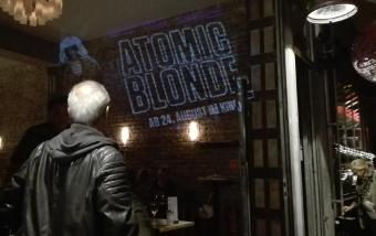 Werbeprojektion in Kölner Bar - Atomic Blonde Film