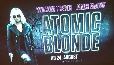 Werbeprojektion mit dem Guerilla Beamer für Atomic Blonde