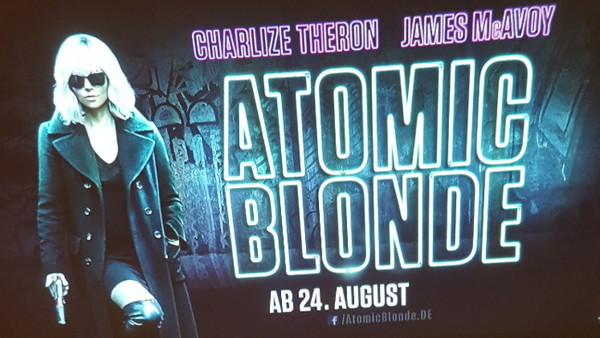 Guerilla Projektionswerbung - Atomic Blonde