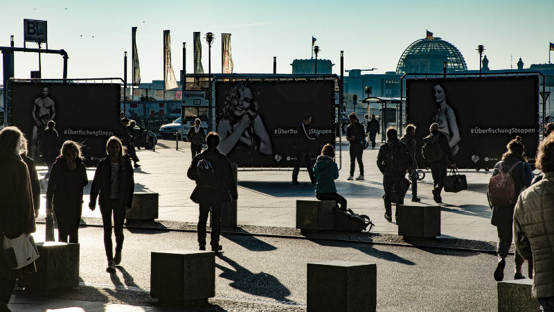 PromoWall in Berlin Werbekampagne - Überfischung stoppen