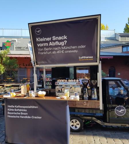 Mobile Kaffeebar mit Werbeflächen - Theke, Seitenfenster und Karosserie - Promotion für Lufthansa