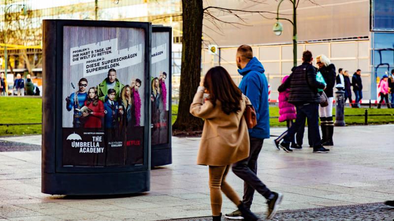 CLP-Mover Werbung zum Serienstart von the umbrella academy - zur Berlinale