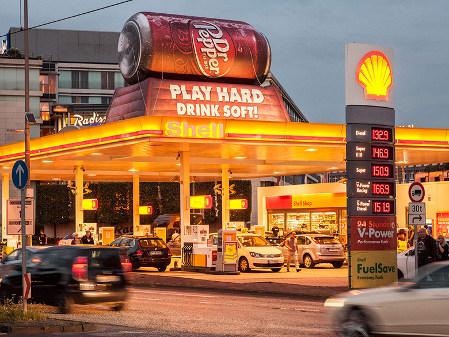 Guerilla Marketing auf dem Tankstellendach