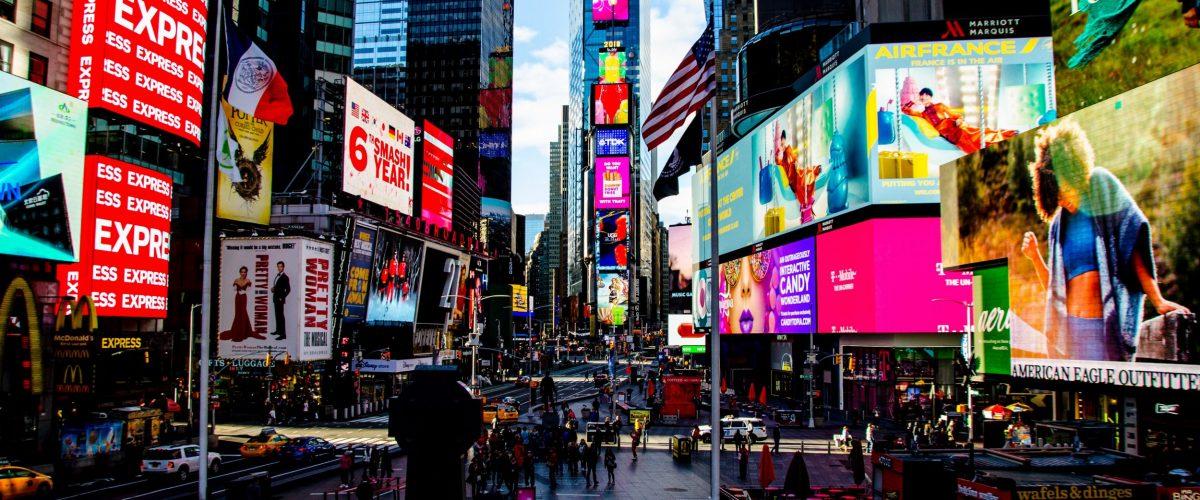 Times Square bei Sonnenschein