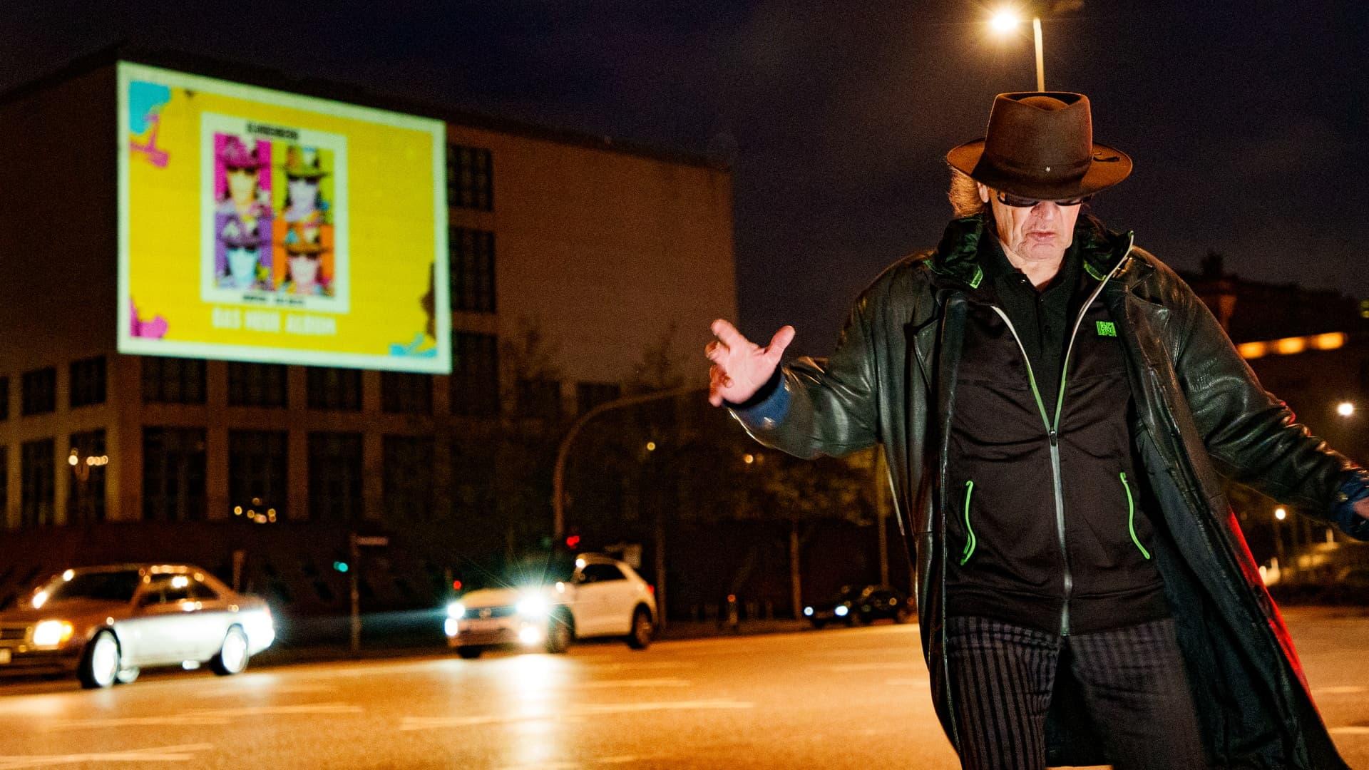 Digitales Riesenposter Udo Lindenberg tanzt Hamburg