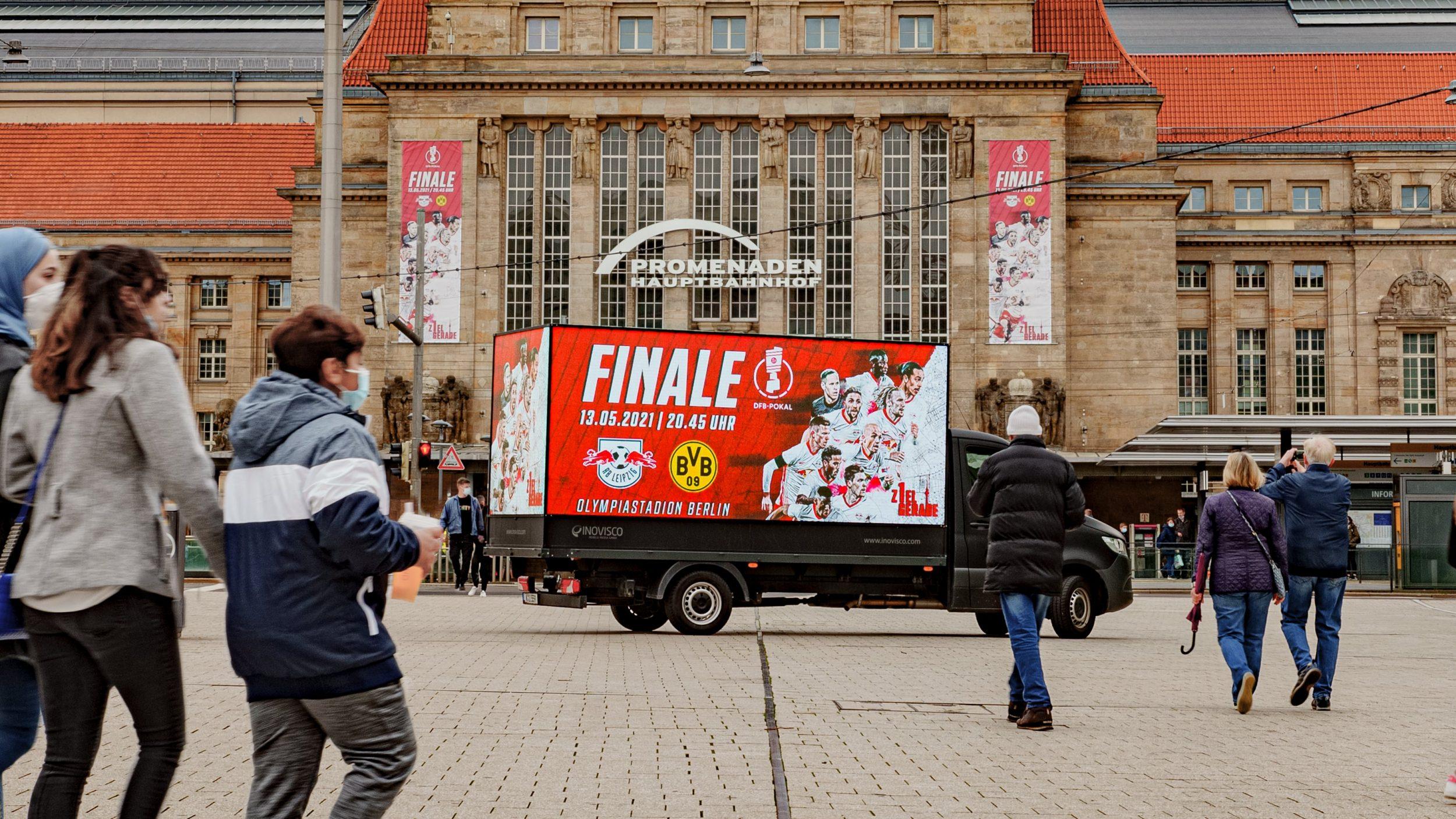 Werbe LKW in Mainz mit dem Plakat von ONYGO